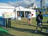 エントリー会場のテント