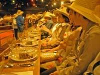 カウボーイショウの食事風景