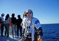 出帆後にデッキでくつろぐキャプテン「クニ!」