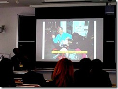 【写真4】西寺エイドで転倒肋骨骨折の治療を受ける筆者の写真